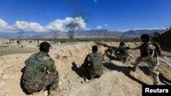 지난 3월 아프가니스탄 정부군이 라그만 주에서 탈레반과의 전투를 벌이고 있다. (자료사진)