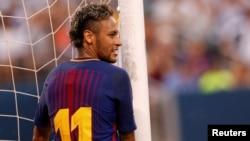 Une réaction de Neymar de FC Barcelone après avoir raté un but contre la Juventus lors de la Coupe internationale des champions, à East Rutherford, New Jersey, 22 juillet 2017.