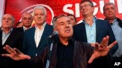 ARHIVA - Milo Djukanović govori na skupu svoje stranke u Podgorici 2016.