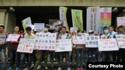Cuộc vận động diễn ra trong lúc chính phủ Việt Nam đã chấp nhận 500 triệu đôla bồi thường của Formosa để dàn xếp sự việc trong khi dân Việt vẫn phẫn nộ. (Ảnh: EJA)