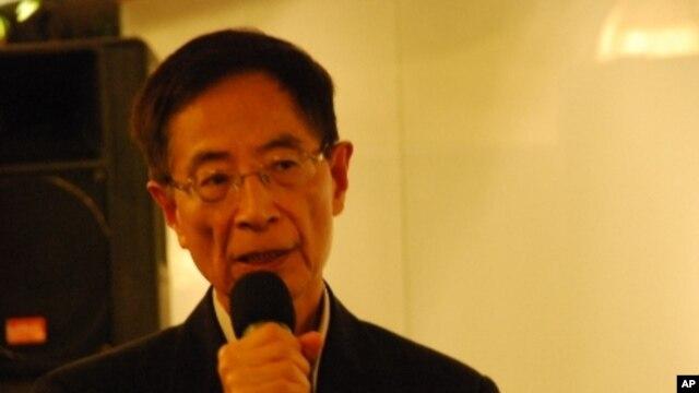 Sáng lập viên đảng Dân chủ Hong Kong Martin Lee nói chính quyền đang vi phạm bộ Luật Cơ Bản dưới áp lực của Bắc Kinh