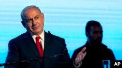 Perdana Menteri Israel Benjamin Netanyahu saat berbicara di depan pendukung partai Likud di Tel Aviv, (30/8/17)
