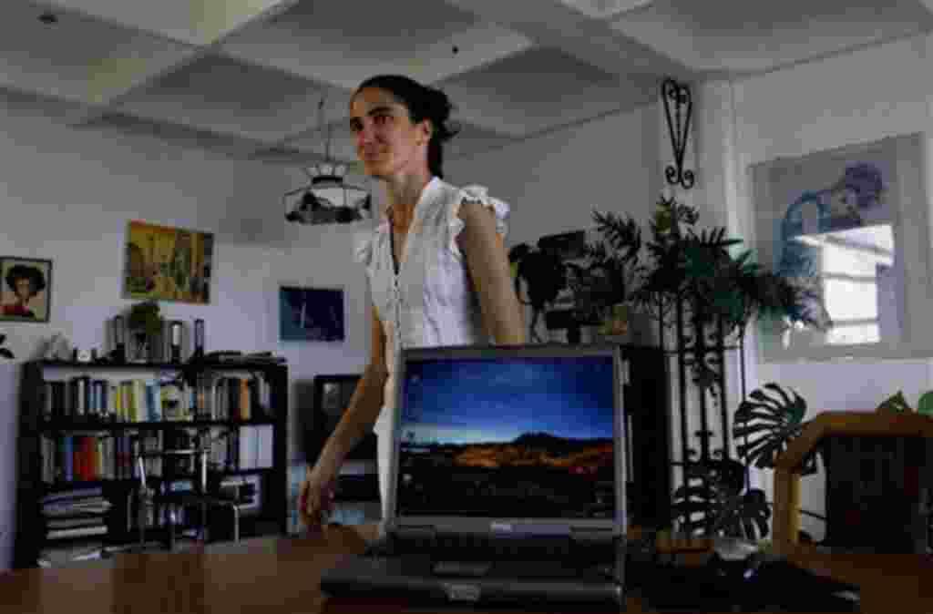 La cubana Yoani Sánchez, escritora del blog 'Generación Y', recibirá la distinción del Departamento de Estado de EE.UU. que rinde homenaje a las mujeres activistas de todo el mundo.