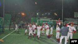 Niềm hân hoan của The Hanoi Capitals khi đánh bại Indonesia Prambors để đăng quang danh hiệu Vietnam Bronco (U-12) Classic, tháng 1 2011.