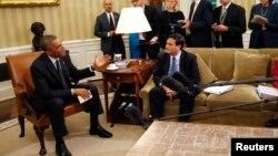 Presiden AS Barack Obama menerima Ron Klain, Kepala penanggulangan Ebola AS dan timnya hari Rabu (22/10) di Gedung Putih.
