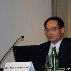 台北大学教授吴秀光