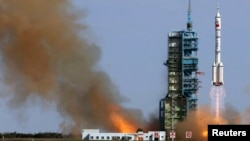 The Long March 2-F rocket loaded with Shenzhou-10 manned spacecraft carrying Chinese astronauts Nie Haisheng, Zhang Xiaoguang and Wang Yaping lifts off from the launch pad in the Jiuquan Satellite Launch Center, Gansu province, June 11, 2013.