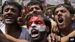 Anti-government protestors shout slogans during a demonstration demanding the resignation of Yemeni President Ali Abdullah Saleh, in Sana'a, Yemen, June 4, 2011.