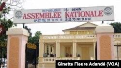 L'Assemblée nationale béninoise à Cotonou, le 21 mars 2019. (VOA/Ginette Fleure Adandé)