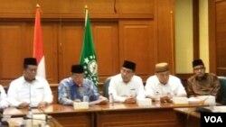 Nahdhatul Ulama bersama 10 organisasi Islam lainnya jumpa pers di kantor PBNU, Jumat (19/4) meminta semua pihak bersabar menunggu hasil rekapitulasi sedang dilakukan oleh Komisi Pemilihan Umum (KPU). (Foto: VOA/Fathiyah)