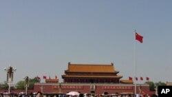 中國標誌性建築天安門和廣場上的人潮