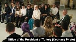 Cumhurbaşkanı Erdoğan dün akşam Cumhurbaşkanlığı Dolmabahçe Ofisi'nde iftar verdiği gençlerin sorularını yanıtladı