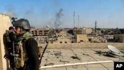 伊拉克軍隊進入拉馬迪政府大樓