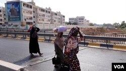 La población civil está siendo evacuada de algunas áreas de Trípoli, mientras los rebeldes tratan de tomar control total de la ciudad.