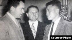 1954년 5월 미국 도착 직후 의회에서 당시 부통령이었던 리처드 닉슨 전 대통령을 만난 노금석 씨. (노금석 제공)
