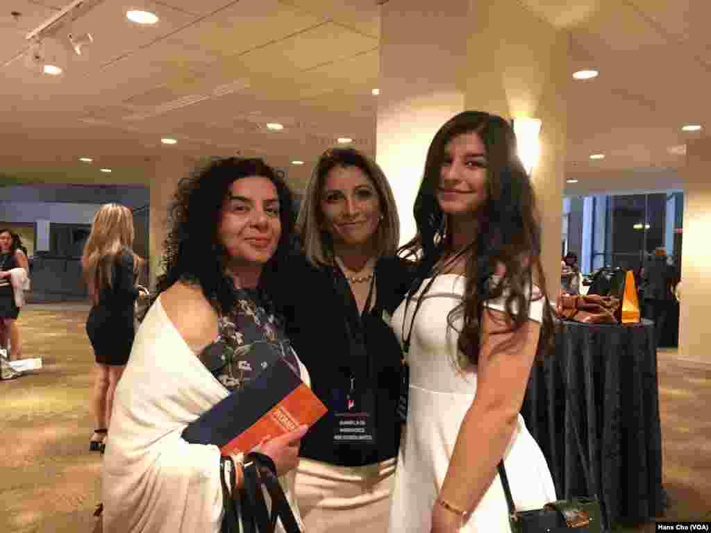 از چند نسل در کنفرانس زنان ایرانی آمریکایی حضور دارند.