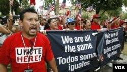 Un informe revela que el alguacil Joe Arpaio castigó a presos hispanos por hablar español en la cárcel.