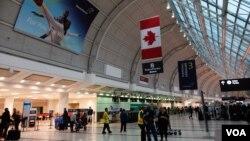 今年1至3月港人移民加拿大人數大幅增加。圖為多倫多機場 (VOA湯惠芸攝)