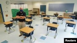 کرونا وائرس کی وجہ سے کلاس روم خالی اور اسکول بند پڑے ہیں، جس سے طالب علموں کا تعلیمی نقصان ہو رہا ہے۔ فائل فوٹو