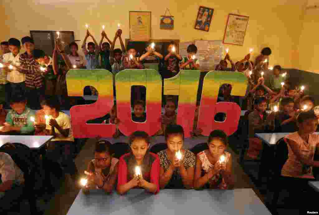 School students offer prayers for the world peace in the upcoming year of 2016 in Ahmedabad, India, Dec. 31, 2015.