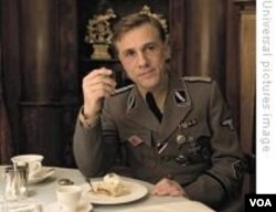 Inglorious Bastards meroketkan nama Cristoph Waltz yang berperan sebagai Kolonel Hans Landa. Waltz meraup berbagai penghargaan bergengsi untuk perannya ini.