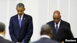 President wa Reta Zunze Ubumwe Za Anmerika, Barack Obama,a ri mu monota w'agacerere, mu mugambi wo kwifatanya na Nelson Mandela, igihe yar'agiye gusangira na president Jacob Zuma pauses kw'igenekerezo rya 29 z'ukwezi kwa gatandatu. REUTERS/Jason Reed (S