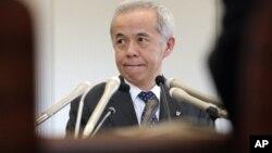 14일 일본 정부의 원자력 발전 폐지 계획과 관련해 기자들의 질문에 답하는 히로세 나오미 도쿄전력 사장.
