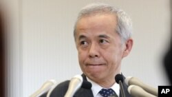 Presiden Tokyo Electric Power Co. (TEPCO) Naomi Hirose menyampaikan permintaan maaf atas serangkaian kecelakaan yang melanda perusahaan itu (Foto: dok). TEPCO mengumumkan adanya kebocoran radioaktif baru di salah saru ruang pembangkit listrik di PLTN Fukushima Daiichi, Selasa (9/4).