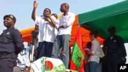 Isaías Samakuva discursa durante manifestação da UNITA em Luanda (VOA - foto de arquivo)