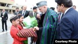 رئیس جمهور کرزی برای تجلیل از نوروز به ترکمنستان سفر کرده است - عکس: ارگ