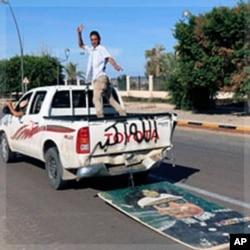 Morte de Kadhafi celebrada na Líbia