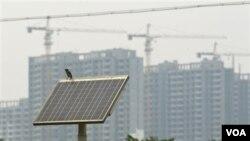 Beberapa kota di Tiongkok melakukan promosi besar-besaran penggunaan tenaga surya, termasuk kota Baoding, di provinsi Hebei, yang berusaha menjadi pusat industri tenaga surya (foto: dok).