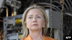 Hillari Klinton Afrika ölkələrini Liviya lideri Müəmmər Qəzzafi ilə əlaqələrə son qoymağa çağırır