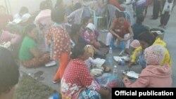 မူဆယ္တုိက္ပြဲေၾကာင့္ ေဒသခံမ်ားထြက္ေျပးလာစဥ္ ။ ႏို၀င္ဘာလ ၁၉ ရက္ ၂၀၁၆။ (Myanmar President Office)