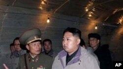 희천 발전소 현지지도에 나선 김정은 (자료사진)