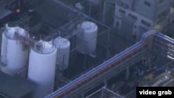 发生爆炸事故的日本三重县四日市的三菱化工厂。(视频截图)