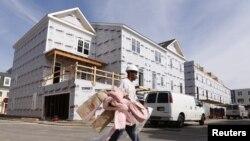 지난 17일 미 버지니아주 알렉산드리아의 신규 주택 건설 현장.