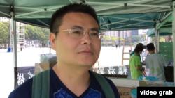 參加六四燭光晚會來自深圳黃先生對香港人懷有敬意。(視頻截圖)