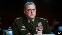 2021年9月28日,美军参谋长联席会议主席米利将军在参议院军事委员会的听证会上就阿富汗军事行动的结束和未来反恐行动计划发表讲话(美联社)。