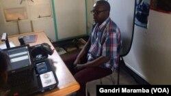 Mumwe achinyoresa kuvhota pasi pechirongwa cheBVR kudunhu reMasvingo