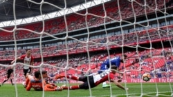 ပရီးမီးယားလိဂ္ ထူးျခားခ်က္မ်ား၊ FA Cup ဗိုလ္လုပြဲနဲ႔ ဖလားလြဲသြားတဲ့ မိန္းကေလး U16 အသင္း