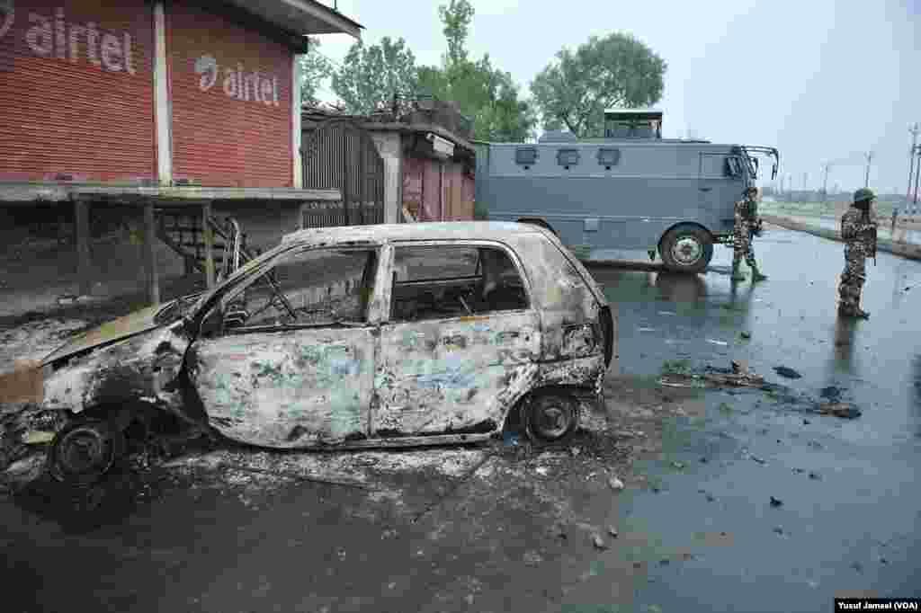 مظاہروں کے دوران لوگوں کی پولیس اور سکیورٹی فورسز سے جھڑپوں میں کم از کم 40 افراد ہلاک اور سیکڑوں زخمی ہو چکے ہیں۔