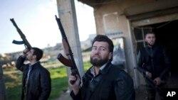 Sirijski pobunjenici u Alepu