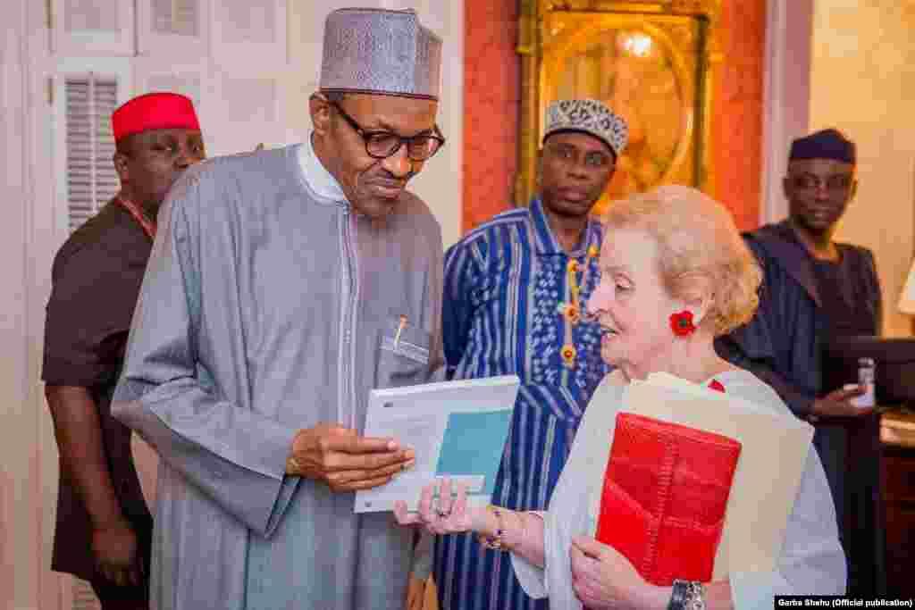 Shugaban Najeriya Muhammad Buhari da tsohuwar sakatariyar harkokin wajen Amurka Madeline Albright Blair House,ranar Lahadi 19 ga watan Yuli 2015