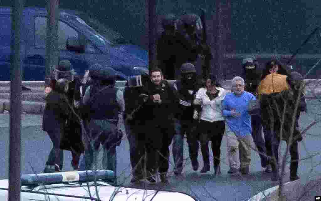 مشتبہ حملہ آوروں کی طرف سے ایک اور علاقے میں یرغمال بنائے گئے افراد کی رہائی کے لیے کیے گئے آپریشن میں چار لوگ ہلاک ہوگئے تھے۔