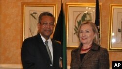 Secretary Clinton meets with Jamaican Foreign Minister, Dr. Kenneth Baugh.