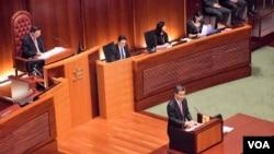 香港特首梁振英出席任內最後一次立法會答問大會。(美國之音湯惠芸)