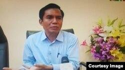၀ါရင့္သတင္းစာဆရာ ဦးေအာင္လွထြန္း (Aung Hla Tun facebook )