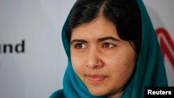 Malala Yousafzai a reçu le Prix Sakharov à Strasbourg, devant le parlement européen