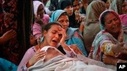 پاکستان میں خودکشیوں اور احتجاج میں شدت